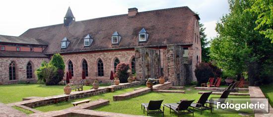 Schlafen in der klosterzelle im kloster hornbach for Design hotel zur abtei