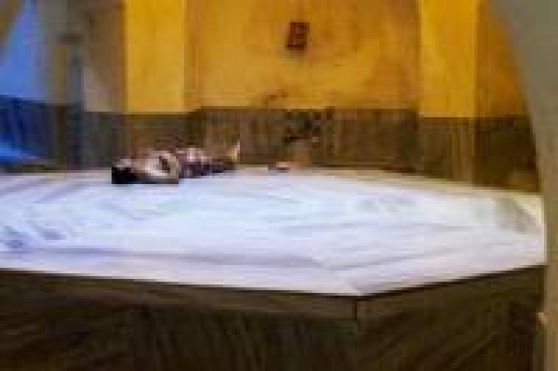 warmes wasser auf orientalisch ein besuch im hamam erfrischt haut k rper und seele. Black Bedroom Furniture Sets. Home Design Ideas